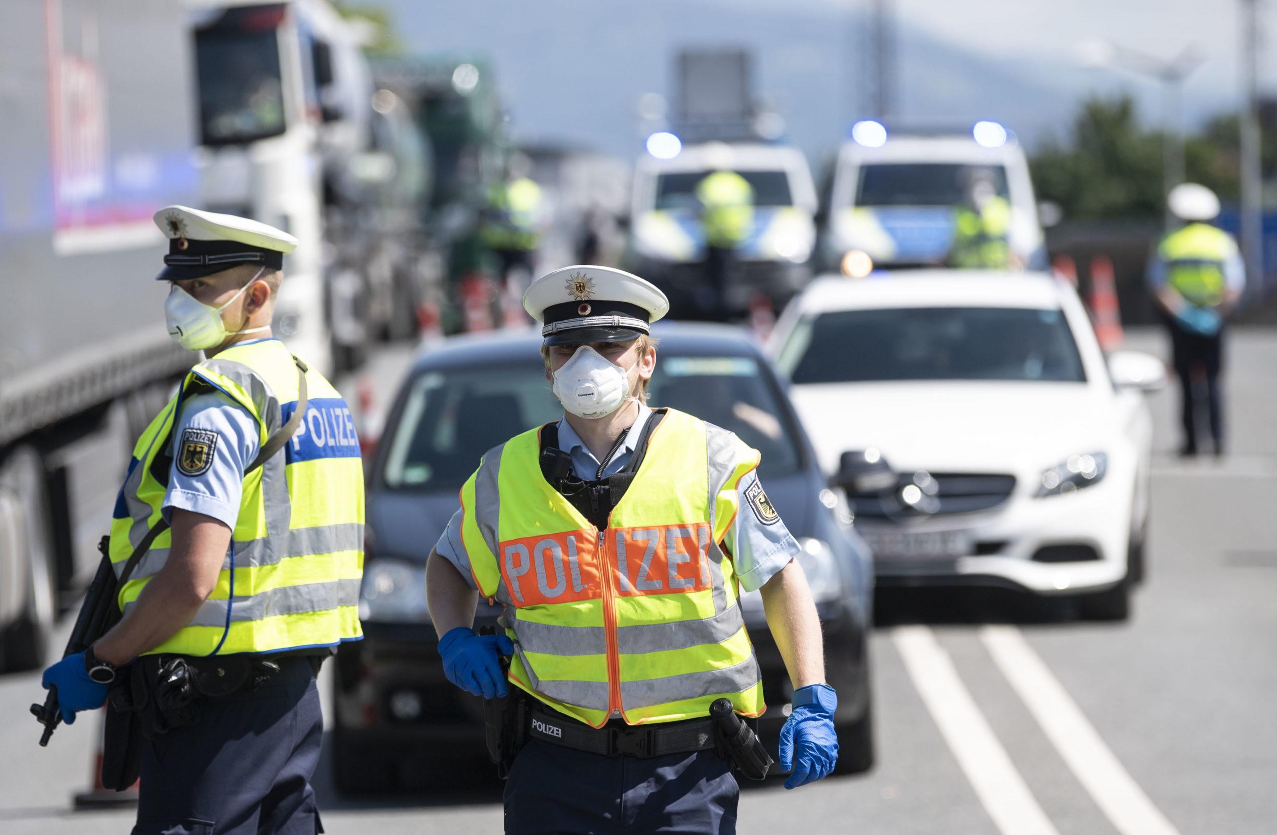 Photo of Germany to lift coronavirus travel warning, end border checks on June 15