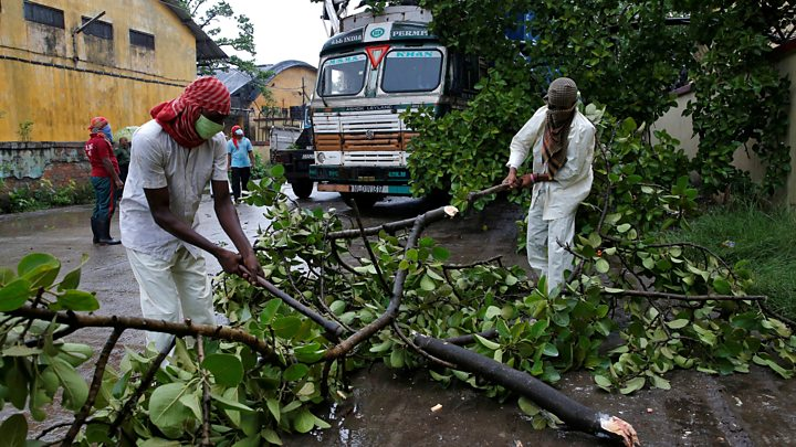 Photo of Amphan: Indian city of Kolkata devastated by cyclone