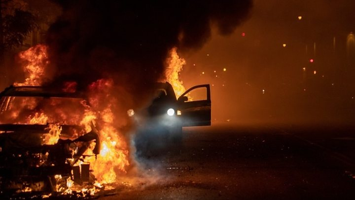 Photo of George Floyd death: US cities order curfews amid widespread clashes