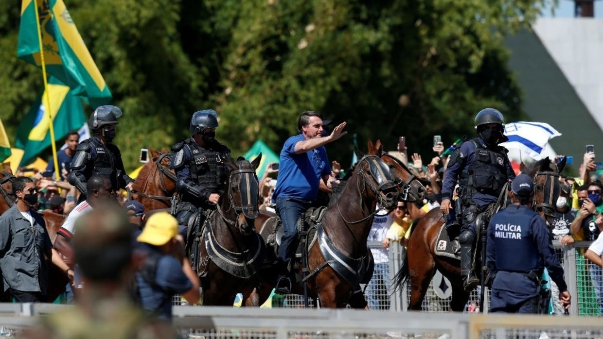 Photo of Pro- and anti-Bolsonaro rallies erupt in Brazil as Covid-19 cases pass 500,000