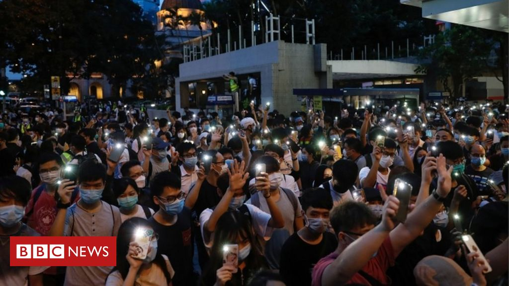Photo of Hong Kong: Facebook, Google and Twitter among firms 'pausing' police help
