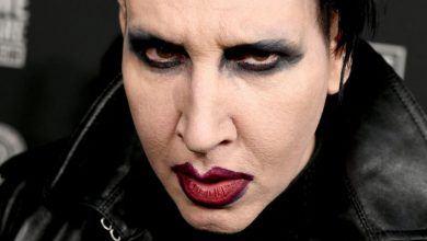 "Photo of Marilyn Manson allegedly ""forced female fans to undress"" after inviting them on her tour bus"