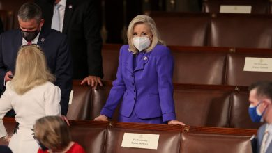 Photo of Liz Cheney loses House Republican leadership post over feud with Trump