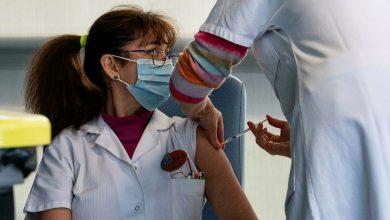 Photo of French government considers mandatory anti-coronavirus jabs for key health staff