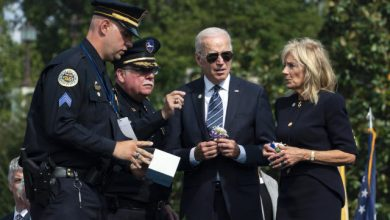 Photo of Biden pays tribute to fallen police officers, tells families that 'your loss is America's loss'